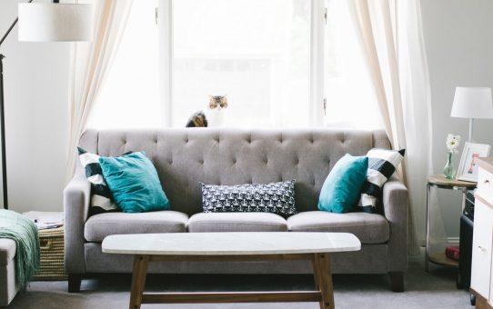 Stylowy pokój w jasnych kolorach