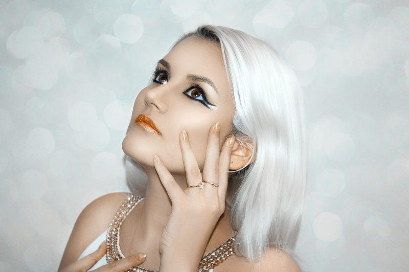 makijaż, kobieta w makijażu